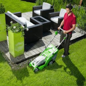VIKING ME 339 Lawn Mower In Use